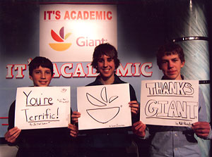 3 students holding up signs thanking Giant Food